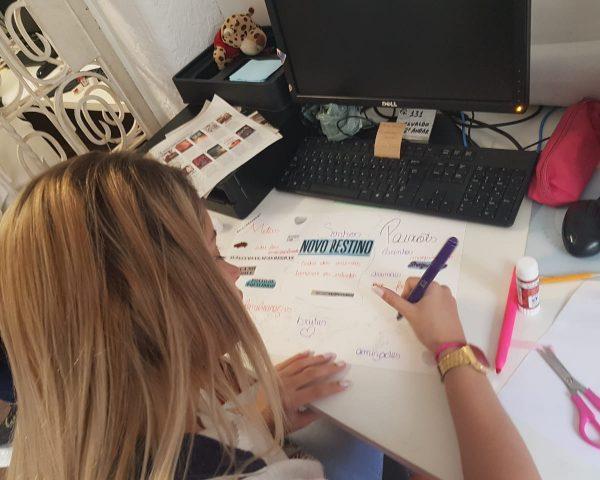 EduMais Enter the Labour Market student, Ana Carolina, works on her Ikigai poster