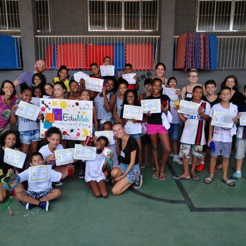Big group of students and volunteers on EduMais's English Summer Camp 2019 display their certificates of participation