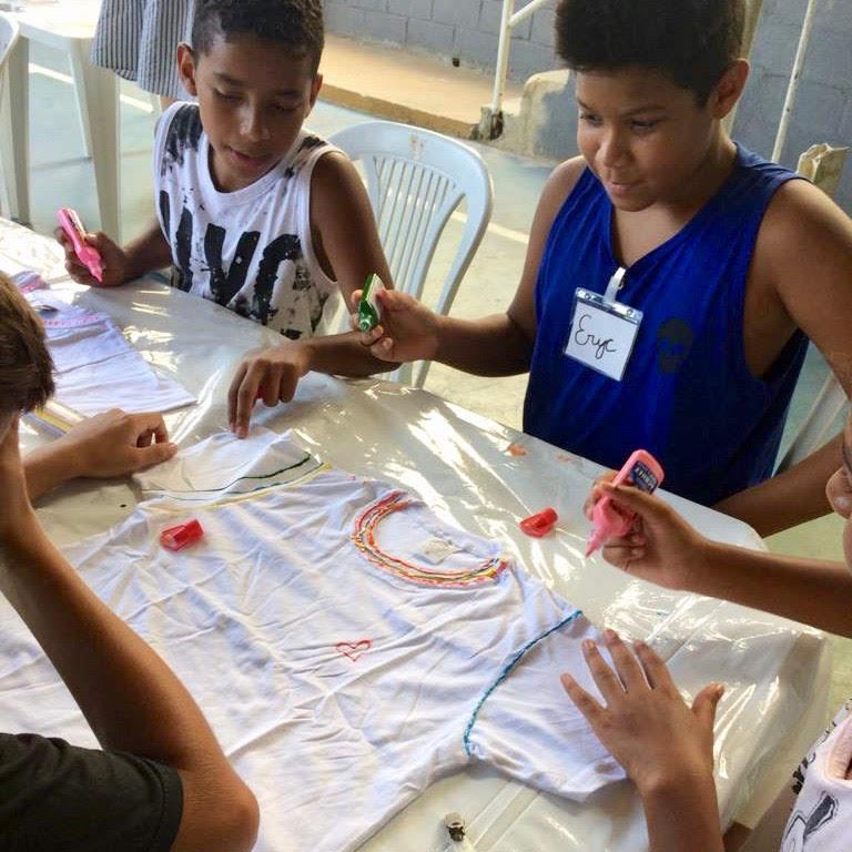 boys-painting-t-shirt