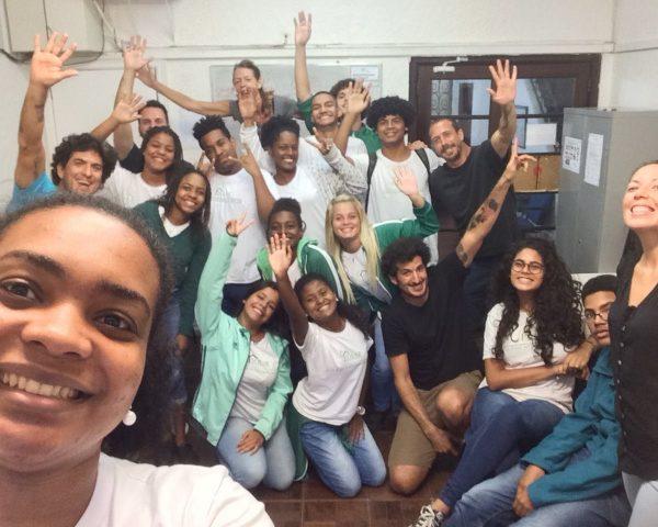 EduMais's Entrepreneurship group with El Misti hostel owners, their teacher Thais, and volunteer English teacher Anna