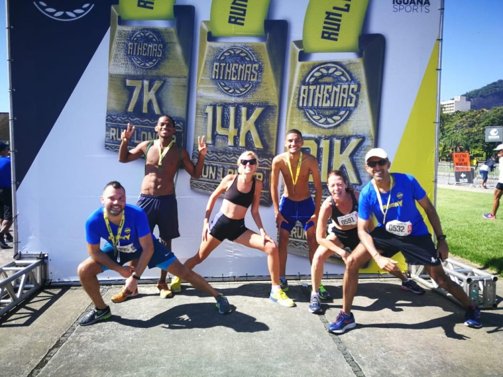 6 runners on the stage after 21 km in Rio de Janeiro