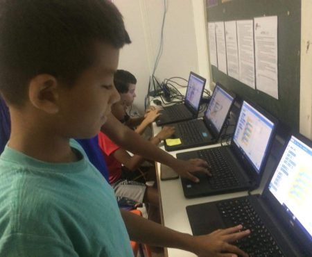 Children designing a game using Scratch on EduMais's Programming Summer Camp