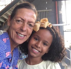 EduMais founder Diana Nijboer selfie with a girl student at English Summer Camp 2019