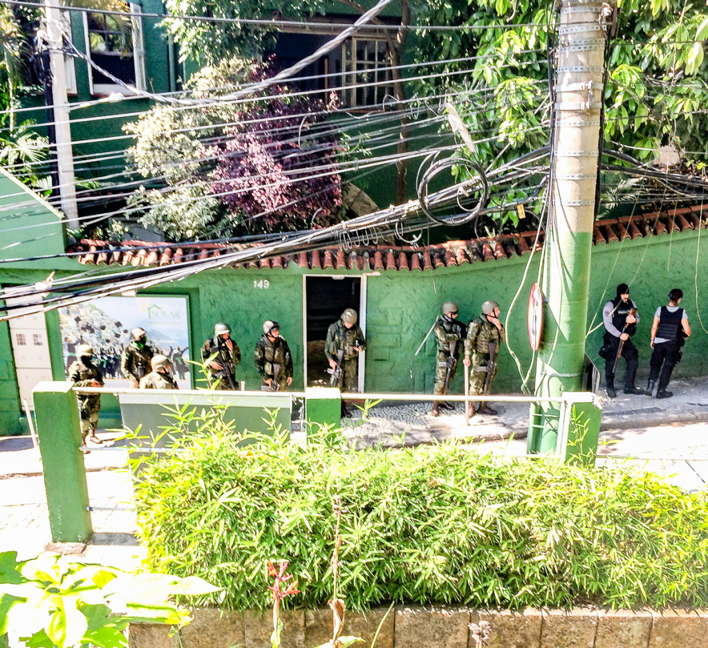 Military and Civil Police on an operation in front of Solar Meninos de Luz school in Pavão-Pavãozinho favela