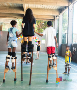 volunteering-stilt-walking-course-in-favelas-in-Brazil-
